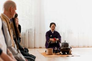 Japanische Tee-Zeremonie Reinigung der Geräte