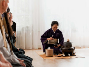 Japanische Tee-Zeremonie, Schlagen des Tees