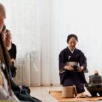 Japanische Tee-Zeremonie, aufstehen